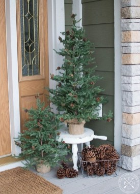 Comfy Christmas Front Porch Decor Ideas To Looks More Elegant 07
