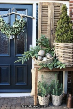 Comfy Christmas Front Porch Decor Ideas To Looks More Elegant 17