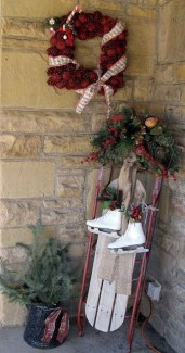 Comfy Christmas Front Porch Decor Ideas To Looks More Elegant 30