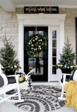 Comfy Christmas Front Porch Decor Ideas To Looks More Elegant 35