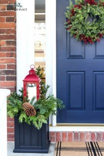 Comfy Christmas Front Porch Decor Ideas To Looks More Elegant 38