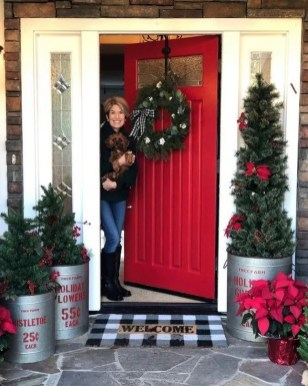 Comfy Christmas Front Porch Decor Ideas To Looks More Elegant 43