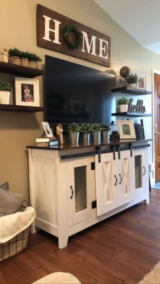 Comfy Farmhouse Living Room Decor Ideas To Try This Year 43
