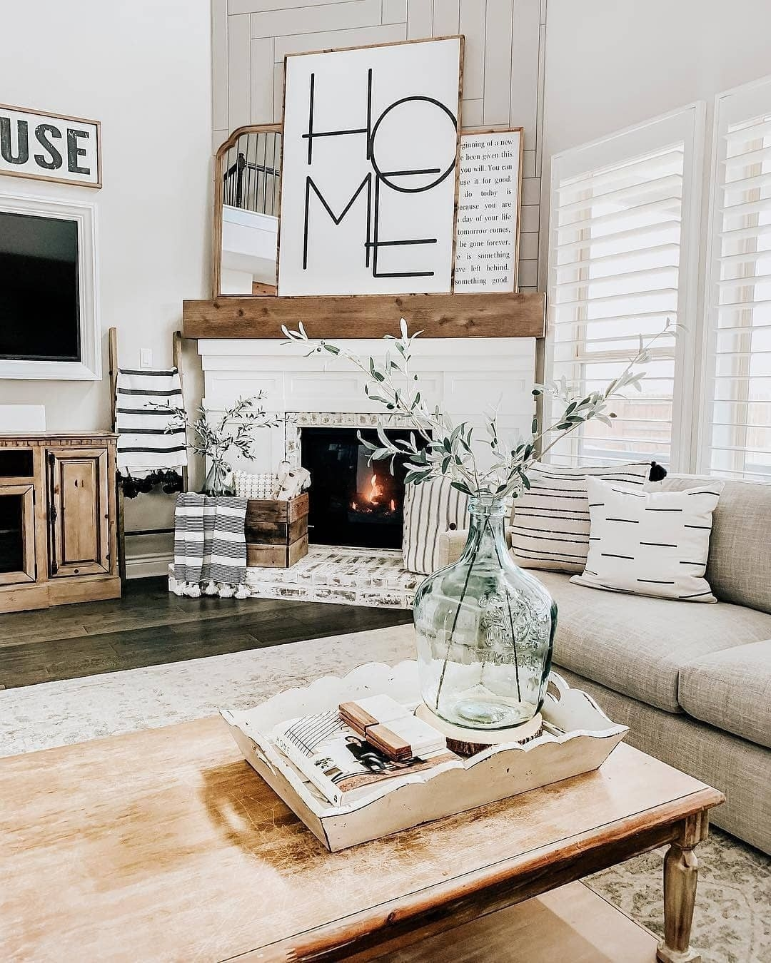 Comfy Farmhouse Living Room Decor Ideas To Try This Year 46
