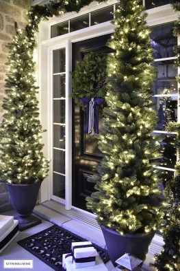 Magnificient Christmas Front Porch Decor Ideas To Try Asap 06