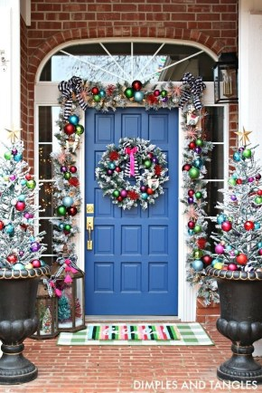 Magnificient Christmas Front Porch Decor Ideas To Try Asap 15