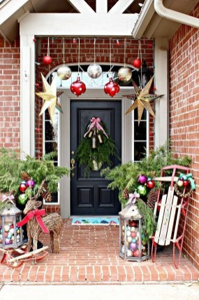 Magnificient Christmas Front Porch Decor Ideas To Try Asap 25