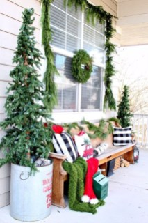 Magnificient Christmas Front Porch Decor Ideas To Try Asap 30