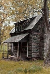 Affordable Small Log Cabin Ideas With Awesome Decoration 04