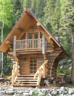 Affordable Small Log Cabin Ideas With Awesome Decoration 20