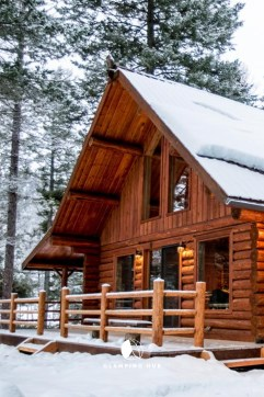Affordable Small Log Cabin Ideas With Awesome Decoration 24