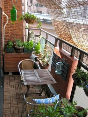Comfy Apartment Balcony Decorating Ideas That Looks Awesome 26