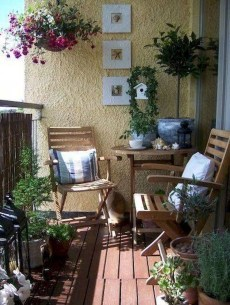 Comfy Apartment Balcony Decorating Ideas That Looks Awesome 29