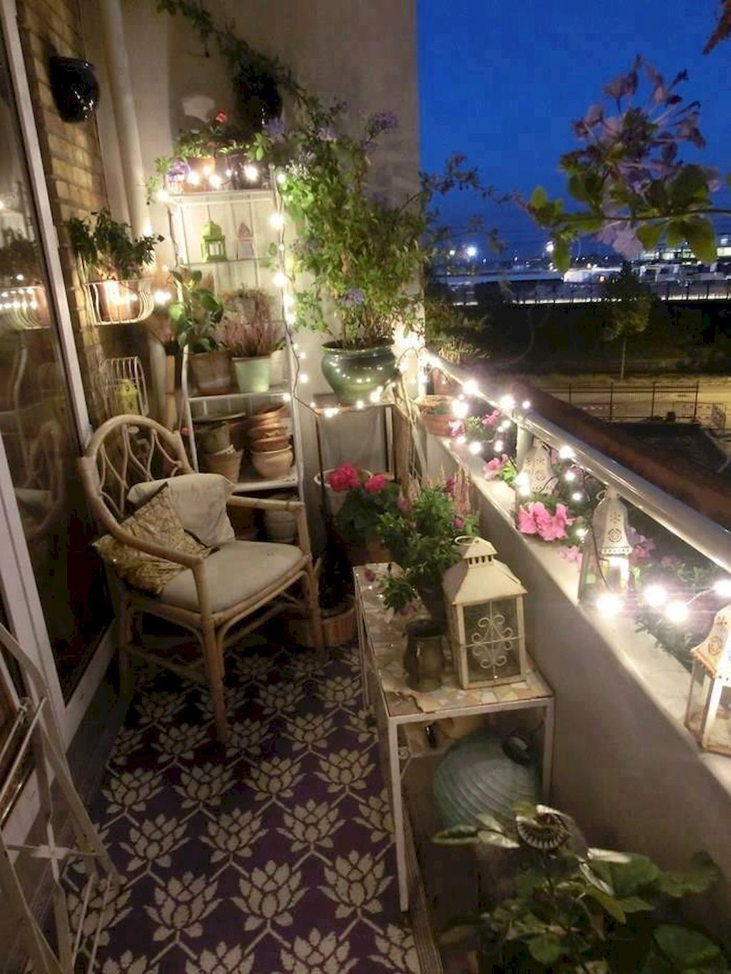 Comfy Apartment Balcony Decorating Ideas That Looks Awesome 31
