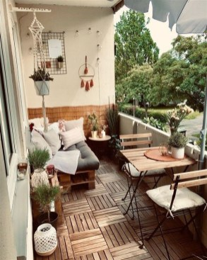 Comfy Apartment Balcony Decorating Ideas That Looks Awesome 34