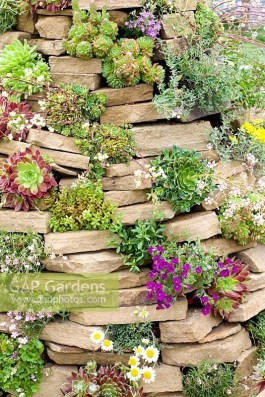 Delicate Garden Landscaping Design Ideas Using Rocks Stone To Try 09