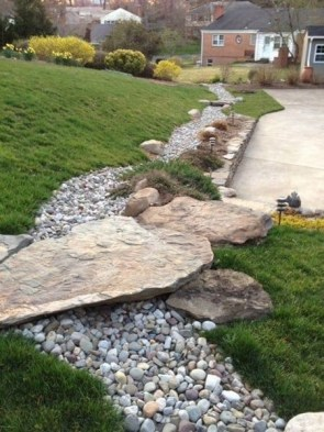Delicate Garden Landscaping Design Ideas Using Rocks Stone To Try 15