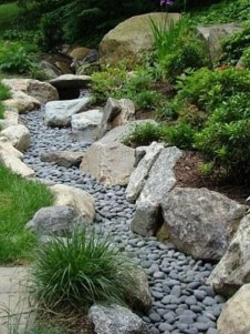 Delicate Garden Landscaping Design Ideas Using Rocks Stone To Try 20