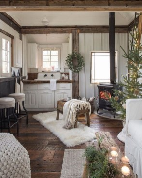 Excellent Living Room Decoration Ideas For Winter Season That Look More Cool 36
