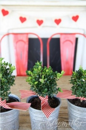 Lovely Valentines Day Table Centerpieces Ideas To Try Asap 27