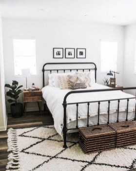 Wonderful Farmhouse Bedroom Decorating Ideas That You Need To Try 09