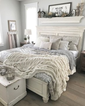 Wonderful Farmhouse Bedroom Decorating Ideas That You Need To Try 15