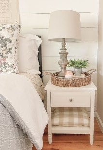 Wonderful Farmhouse Bedroom Decorating Ideas That You Need To Try 20