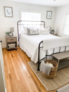 Wonderful Farmhouse Bedroom Decorating Ideas That You Need To Try 26