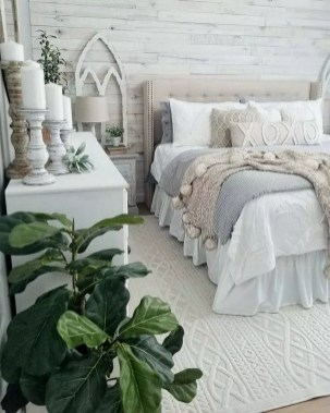 Wonderful Farmhouse Bedroom Decorating Ideas That You Need To Try 27