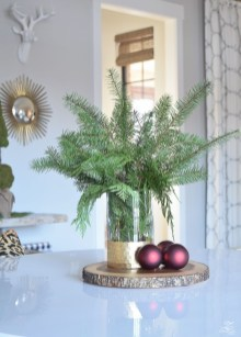 Brilliant Tropical Winter Decor Ideas That Bring Your Home Into Holiday Feel 31