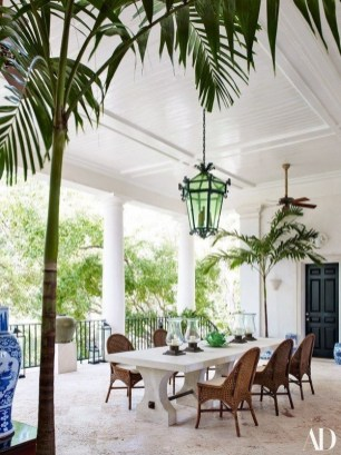 Brilliant Tropical Winter Decor Ideas That Bring Your Home Into Holiday Feel 33