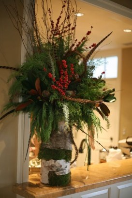 Brilliant Tropical Winter Decor Ideas That Bring Your Home Into Holiday Feel 35