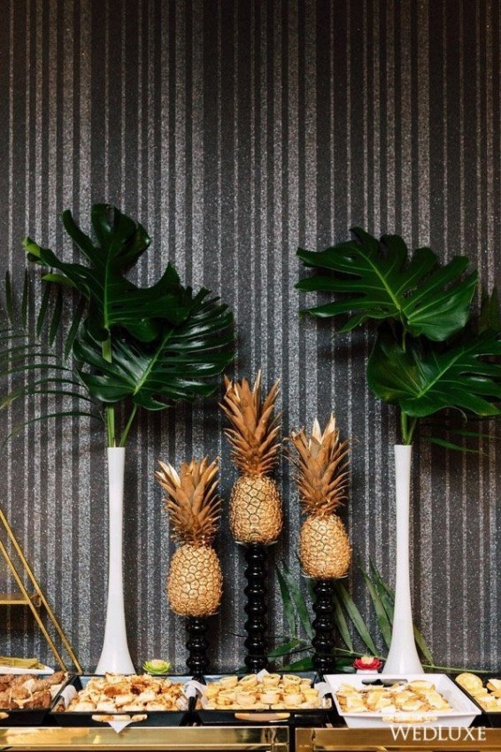 Brilliant Tropical Winter Decor Ideas That Bring Your Home Into Holiday Feel 39