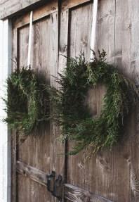 Gorgeous Scandinavian Winter Wreaths Ideas With Natural Spirit 03
