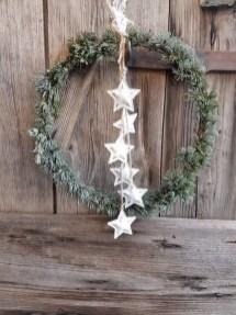 Gorgeous Scandinavian Winter Wreaths Ideas With Natural Spirit 04