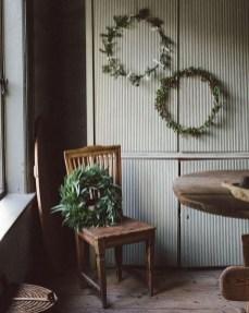 Gorgeous Scandinavian Winter Wreaths Ideas With Natural Spirit 05