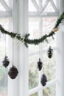 Gorgeous Scandinavian Winter Wreaths Ideas With Natural Spirit 11