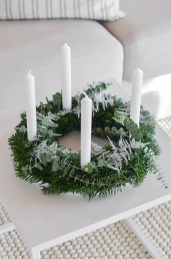Gorgeous Scandinavian Winter Wreaths Ideas With Natural Spirit 18