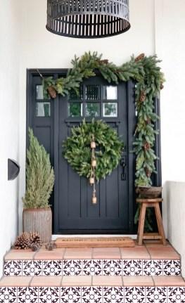Gorgeous Scandinavian Winter Wreaths Ideas With Natural Spirit 24