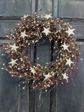 Gorgeous Scandinavian Winter Wreaths Ideas With Natural Spirit 34