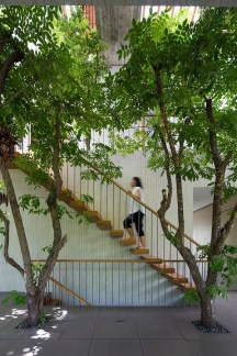 Spectacular Stepping Park House Design Ideas With Green Space Concept 20
