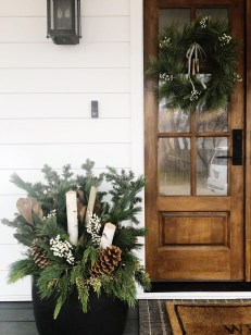 Superb Outdoor Winter Decor Ideas That Refresh Your Feel 10