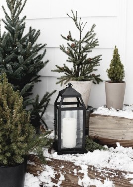 Superb Outdoor Winter Decor Ideas That Refresh Your Feel 16