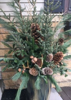 Superb Outdoor Winter Decor Ideas That Refresh Your Feel 26