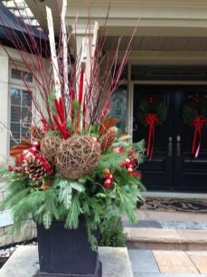 Superb Outdoor Winter Decor Ideas That Refresh Your Feel 32
