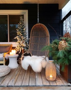 Superb Outdoor Winter Decor Ideas That Refresh Your Feel 38