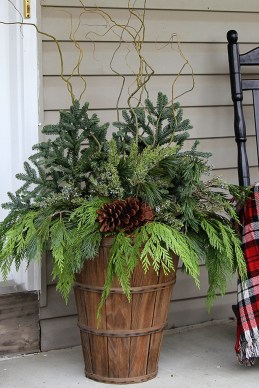Superb Outdoor Winter Decor Ideas That Refresh Your Feel 45