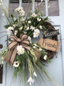 Amazing Winter Wreath Décor Ideas That Suitable For Door 05