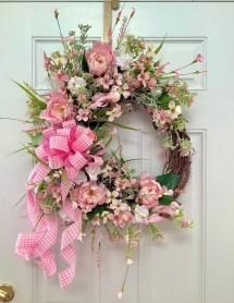 Amazing Winter Wreath Décor Ideas That Suitable For Door 11