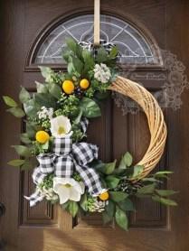 Amazing Winter Wreath Décor Ideas That Suitable For Door 13